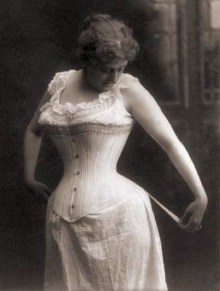 Mujer del s. XIX con xambra femenina y corsé, indumentaria valenciana