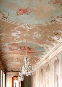 Castillo barroco con decoración rosa de Rundale (Letonia)